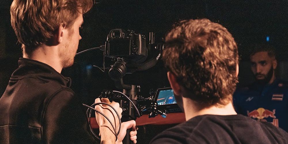 cameramannen filmen een promotievideo